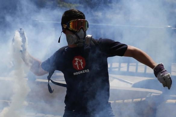 2014-03-20T203637Z_768479178_GM1EA3L0COZ01_RTRMADP_3_VENEZUELA-PROTESTS-899x600